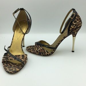 Guess leopard gold tip heel stiletto 8